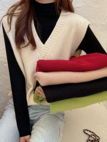 Knit Vest / Mock Neck Long-Sleeve Top