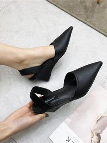 Pointed wedge shoes